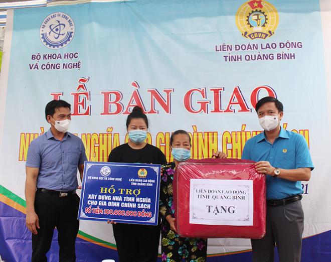 Bộ Khoa học và Công nghệ trao nhà tình nghĩa tại tỉnh Quảng Bình, Quảng Trị