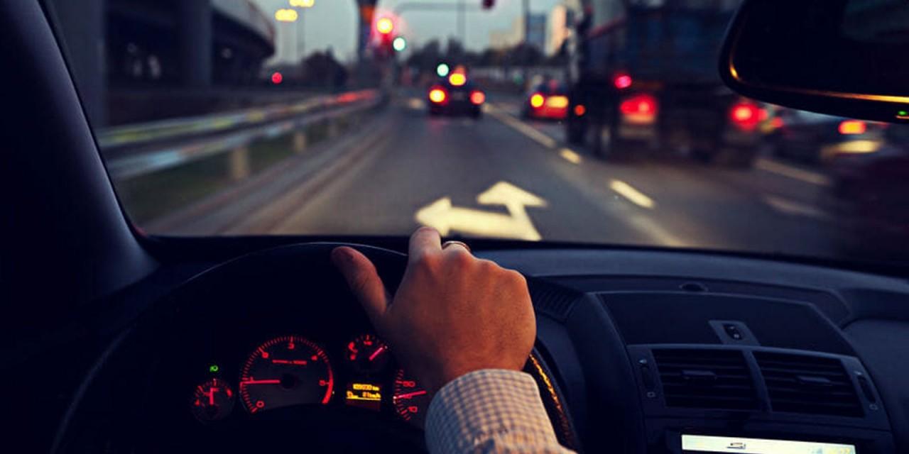 7 lời khuyên giúp bạn lái xe ban đêm an toàn hơn