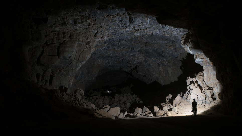 Hang động chất đầy xương người và động vật suốt hàng nghìn năm