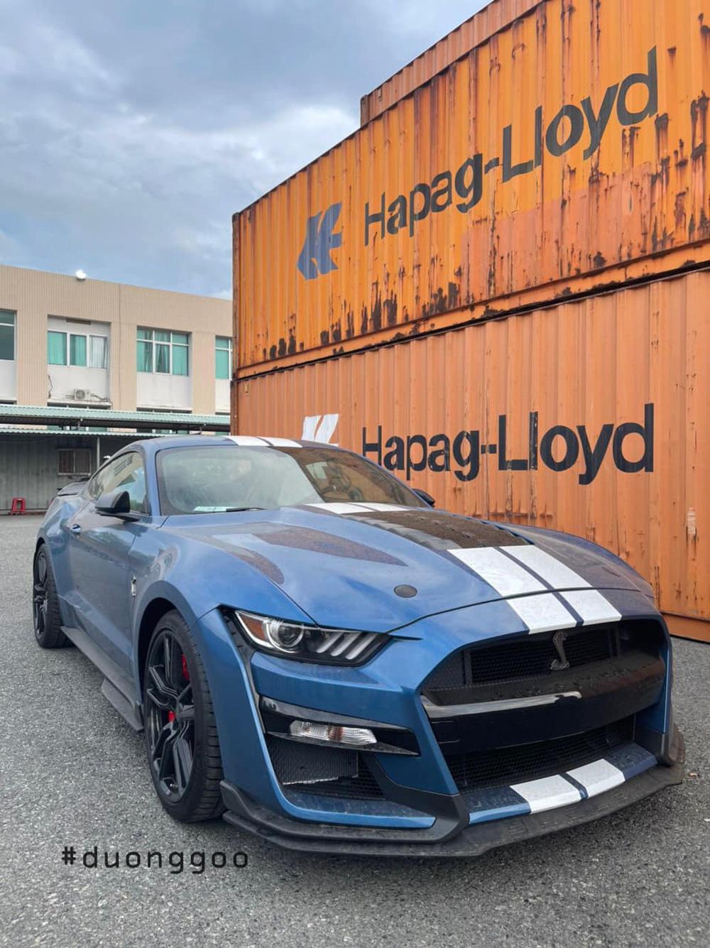 """Cực phẩm Ford Mustang Shelby GT500 xuất hiện tại Việt Nam: Người ngồi """"lún"""" vào ghế!"""