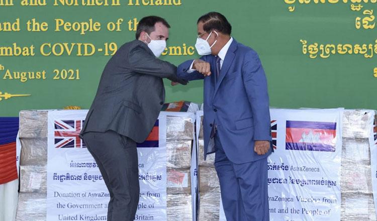 Campuchia dùng vaccine AstraZeneca Anh tặng để tiêm liều thứ ba