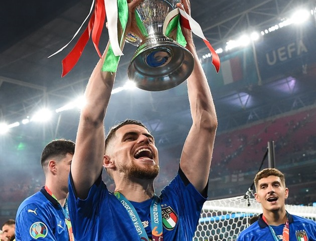 Máy xoạc bóng của Bielsa, sao Chelsea bị chặt chém và những cái nhất Premier League tại EURO