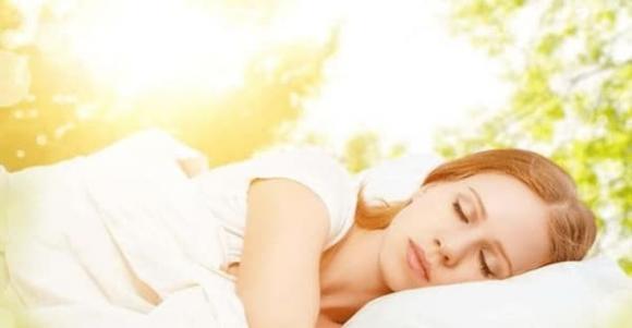 7 thói quen ngủ khiến lão hóa nhanh hơn cả việc thức khuya, chị em muốn đẹp đừng bỏ qua