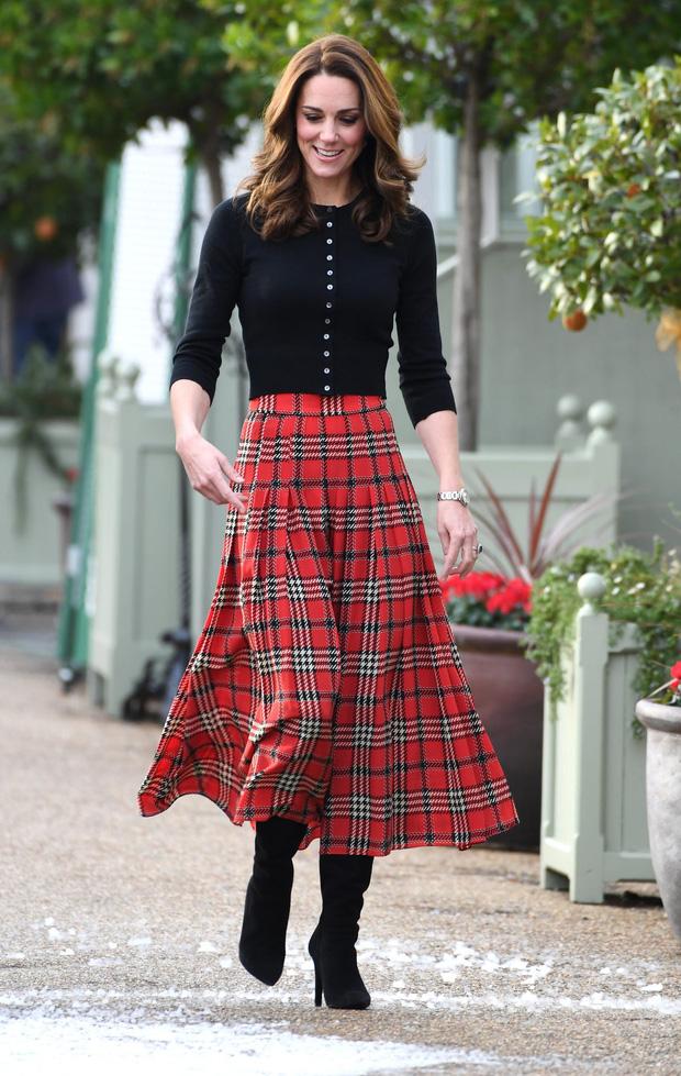 """Không thích khoe của nhưng Kate Middleton có 11 bộ váy áo đắt """"sang chấn"""", bộ cuối giá bằng… căn chung cư"""