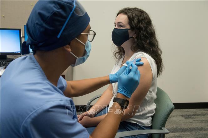 Mỹ sẽ chính thức khuyến nghị người dân tiêm vaccine mũi 3 ngừa COVID-19