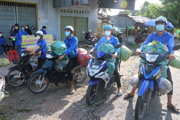 Đoàn thanh niên bán nông sản giúp dân trong lúc giãn cách xã hội