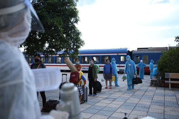 Hà Tĩnh thay phương án tàu hỏa bằng máy bay, chuẩn bị đón gần 800 người về quê