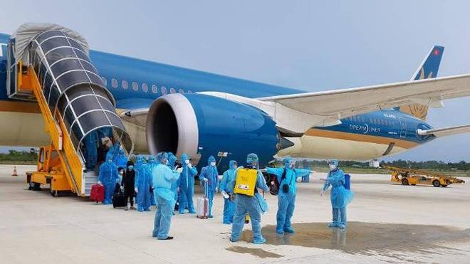 Hành khách từ Việt Nam đi quốc tế bị từ chối nhập cảnh, vạ vật ở sân bay