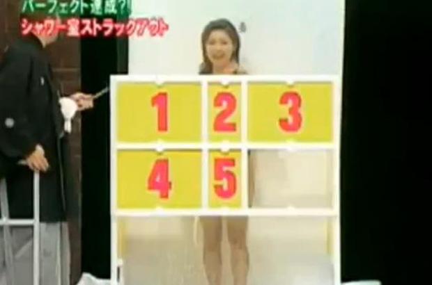 Sốc tận óc với loạt gameshow đậm chất 18+ của Nhật Bản: Cởi đồ, khỏa thân ngay trên sóng truyền hình!