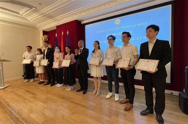 Trao giải thưởng cho sinh viên Việt Nam xuất sắc tại Pháp