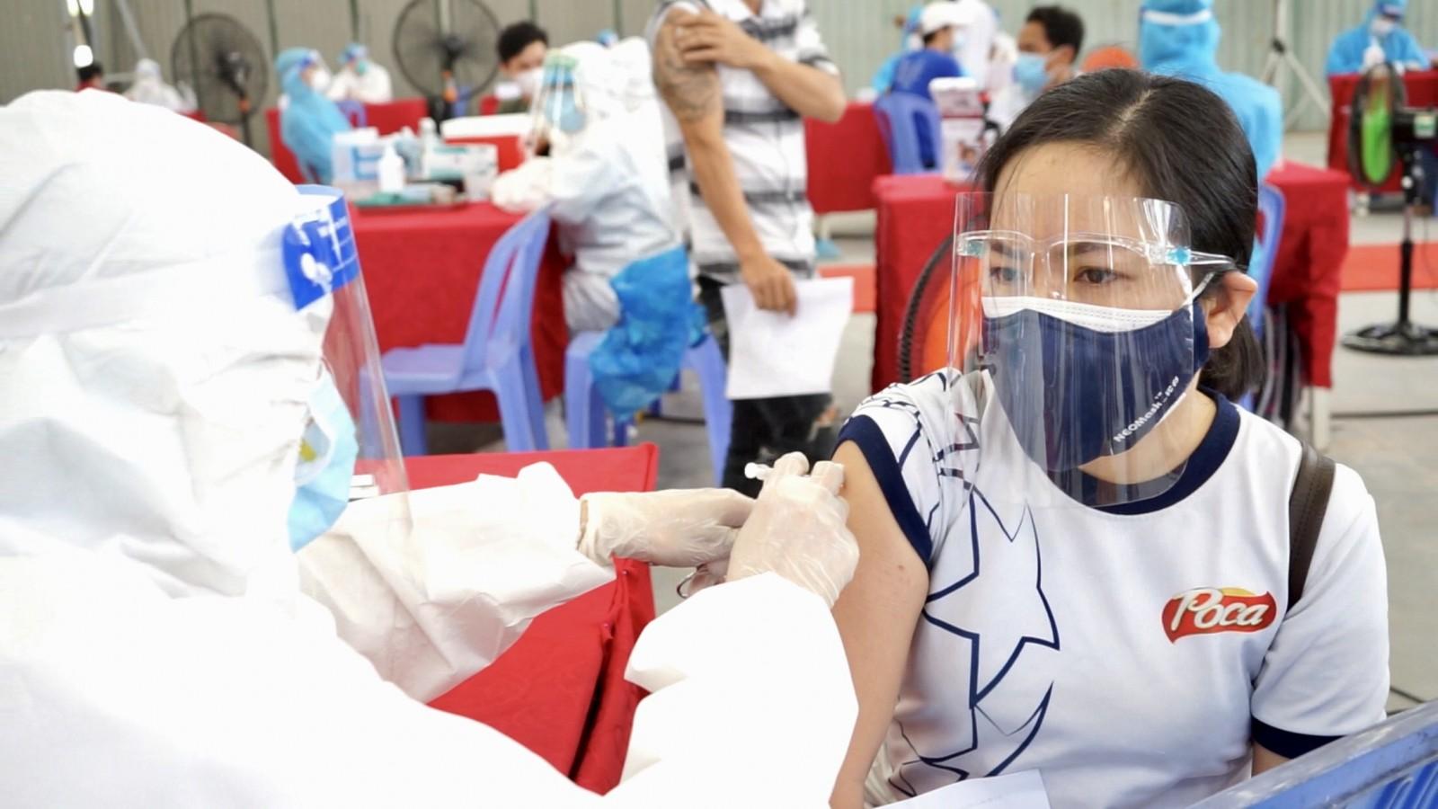 Bình Dương: Mỗi công nhân ít nhất được tiêm một mũi vaccine COVID-19