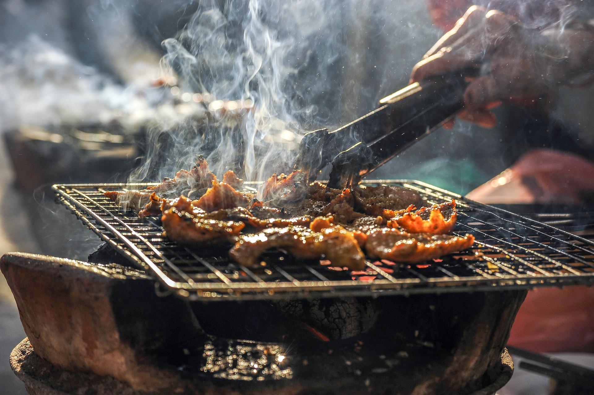 """2 loại thịt được giới chuyên gia cảnh báo là """"sát thủ"""" dễ gây ung thư ruột, đáng tiếc lại hay có mặt trong mâm cơm người Việt"""