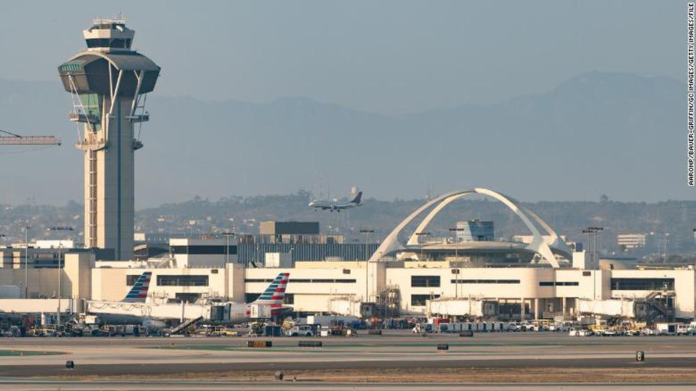 """Bí ẩn vật thể rất giống một """"người bay"""" vừa xuất hiện trên bầu trời Los Angeles"""