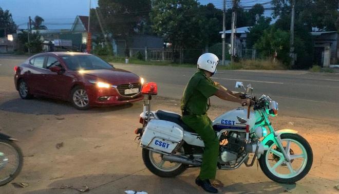 Dùng xe thiện nguyện chở 2 người từ TPHCM về quê với giá 12 triệu đồng