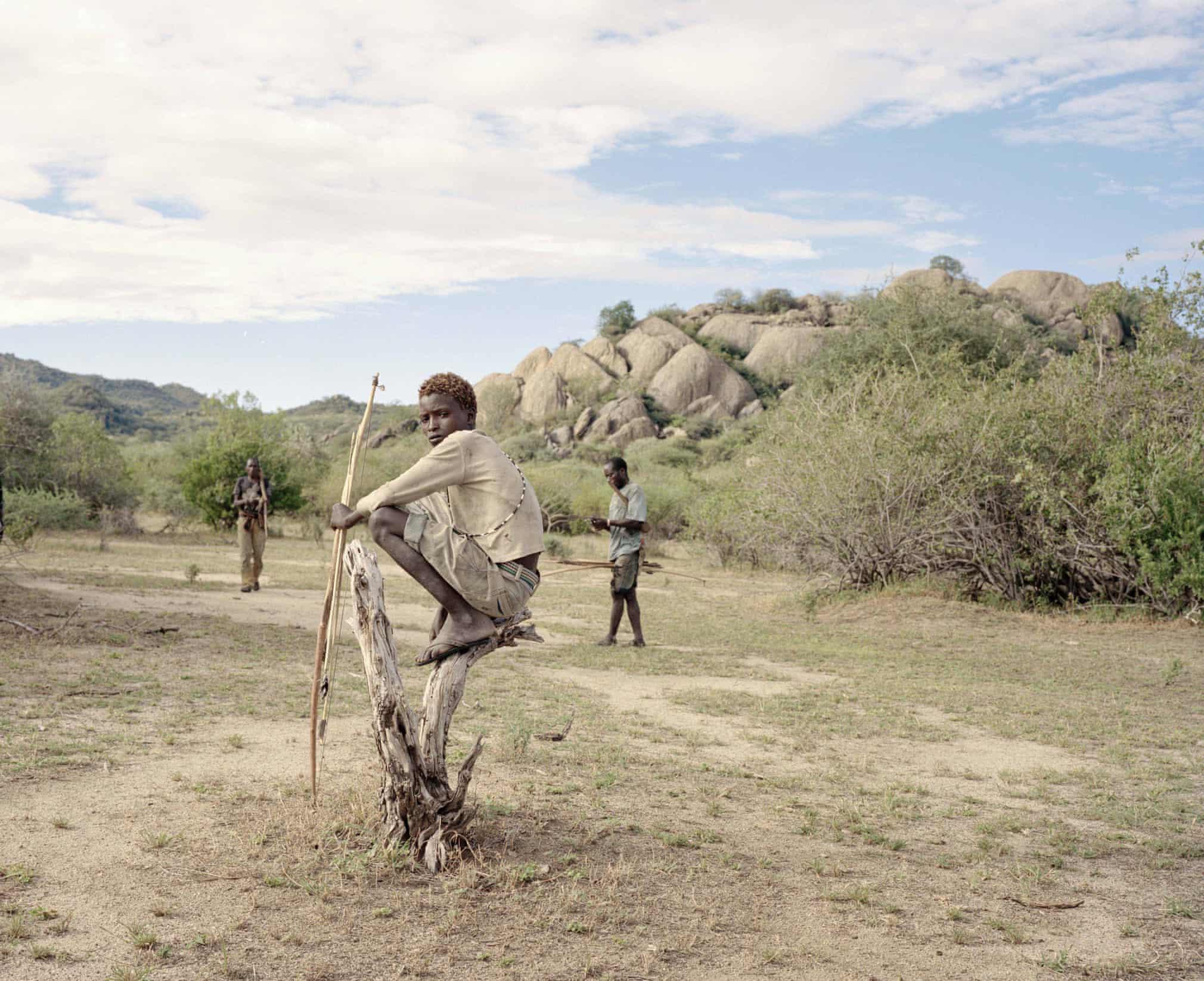 Du lịch khiến tộc người săn bắt, hái lượm hiếm hoi mất chất