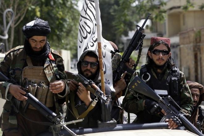 """Tin mật tiết lộ Taliban """"gõ cửa từng nhà"""", truy lùng người từng làm cho Mỹ"""
