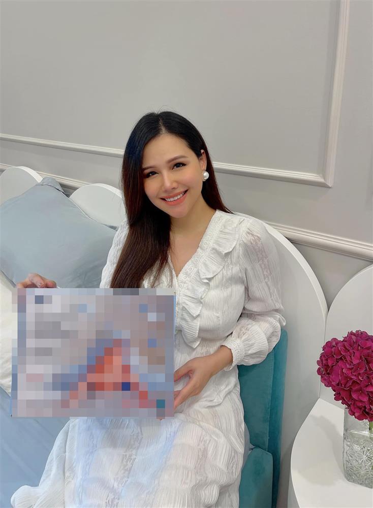 Phanh Lee khoe dáng nuột nà sau sinh