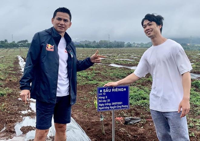 HLV Kiatisak trở về Thái Lan giữa tin đồn dẫn dắt 'Voi chiến'