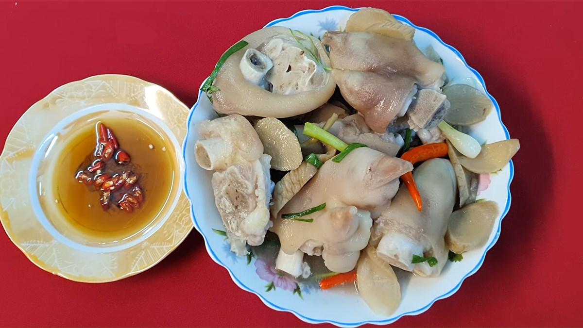 2 cách nấu giò heo hầm củ cải muối và bắp chuối thơm ngon, bổ dưỡng