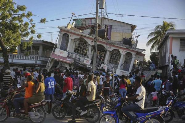 [Ảnh] Sau loạt biến cố, Haiti gánh thêm động đất làm 304 người thiệt mạng