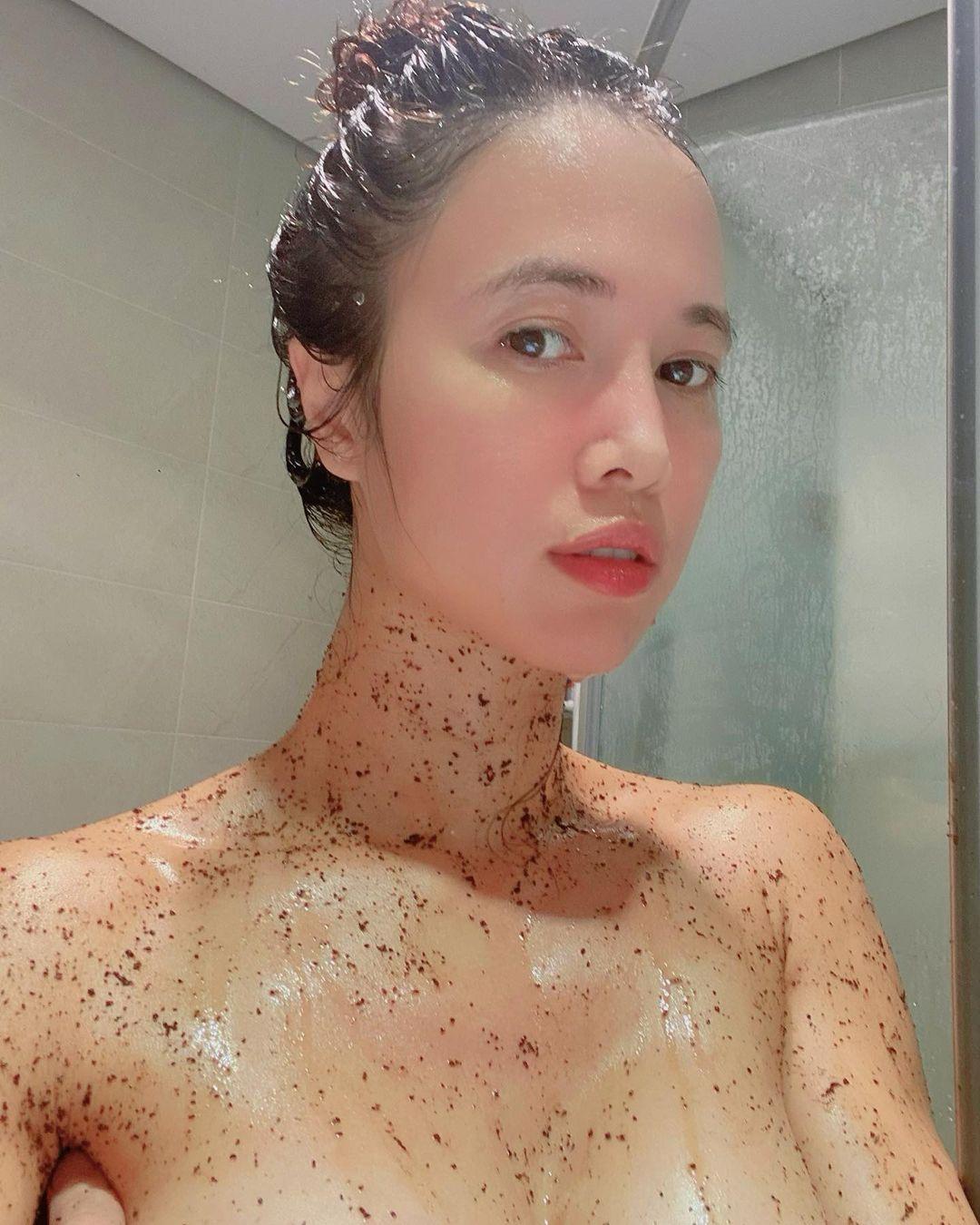 """""""Nàng Quyên"""" có làn da mướt mát nhờ dùng thứ bỏ đi mỗi sáng trong phòng tắm"""
