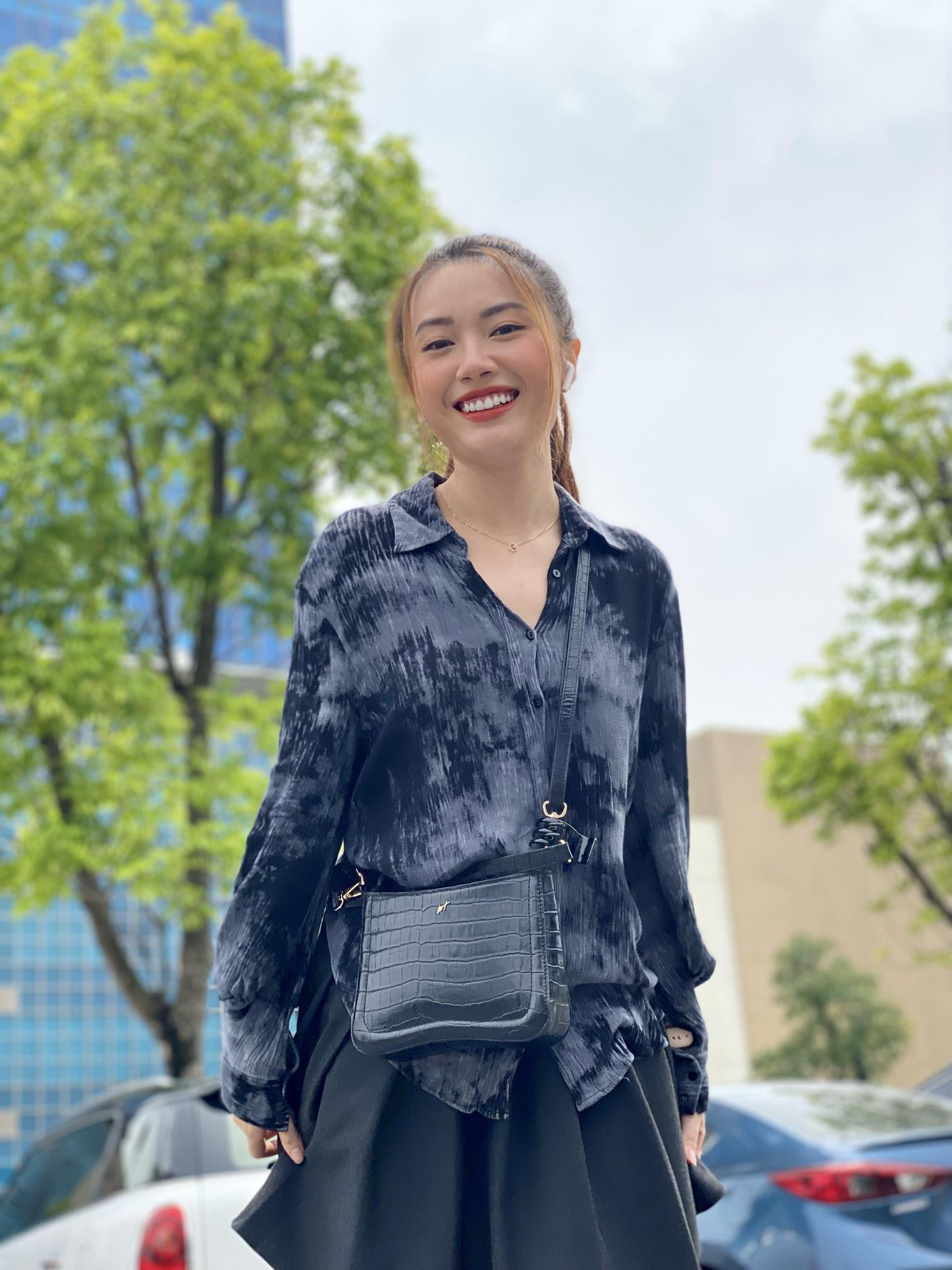 Tò mò chiếc túi được diễn viên Kiều My chọn cho vai Mai Khôi trong phim Ngày Mai Bình Yên