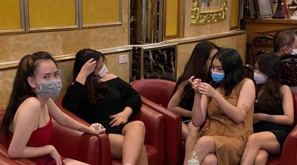 """Bắc Giang: 38 người bị bắt quả tang tụ tập hát karaoke """"chui"""" giữa mùa dịch"""