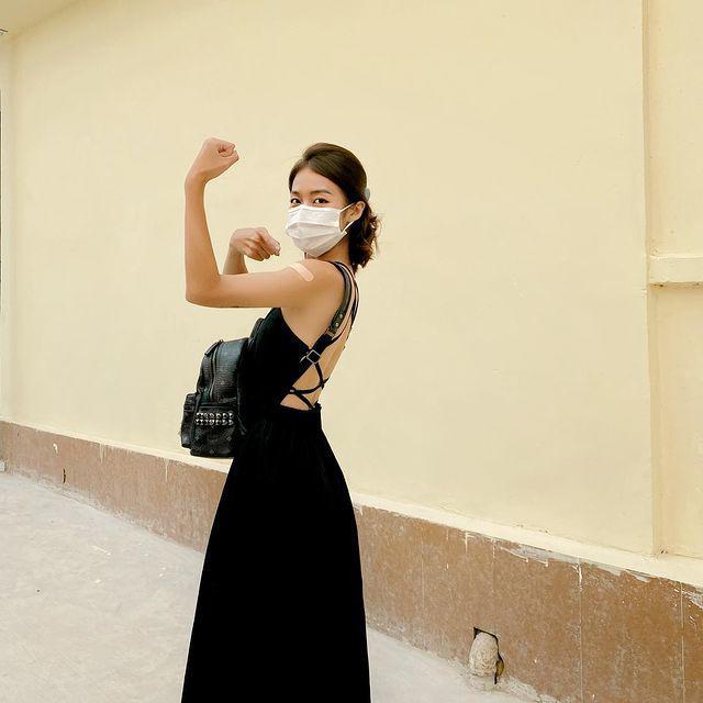 Sao Việt đi tiêm Vaccine: MC bọc kín mít, hoa hậu, diễn viên đơn giản, thoải mái