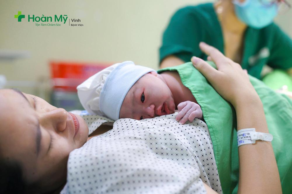Phạm Xuân Mạnh hạnh phúc đón con đầu lòng