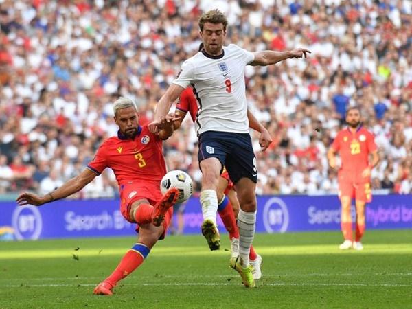 Đổi áo xưa rồi, sao tuyển Anh đổi… quần với đối thủ