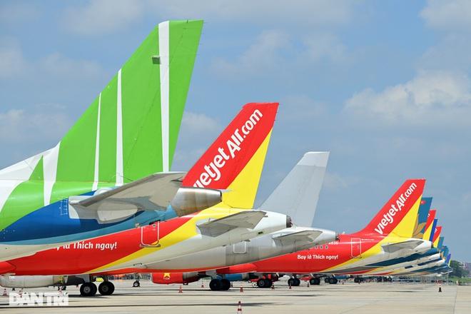 Áp giá sàn, vé máy bay từ Hà Nội đi TPHCM chỉ bằng giá xe khách, tàu hỏa?