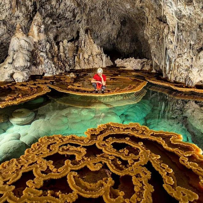 Quang cảnh khó tin tại một trong những hang động dài nhất thế giới