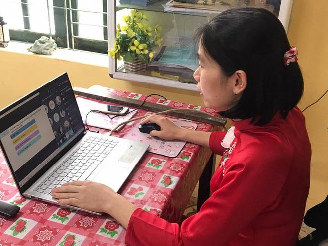 """Thứ trưởng Bộ GD-ĐT: """"Nỗ lực để học sinh học trực tuyến tử tế, chất lượng"""""""