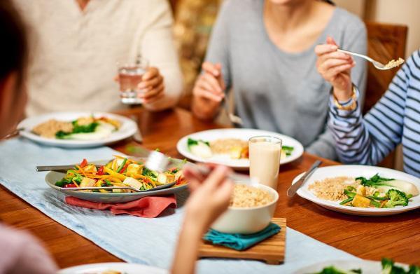 """Những thói quen khi ăn """"phá gan, hại thận, hỏng dạ dày"""" nhiều người Việt vẫn làm hằng ngày"""
