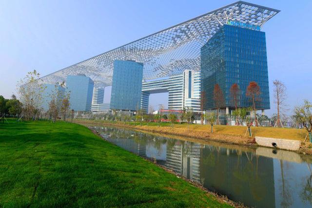 """Lộ diện những ứng viên """"nặng ký"""" trong cuộc bình chọn những tòa nhà xấu nhất ở Trung Quốc"""