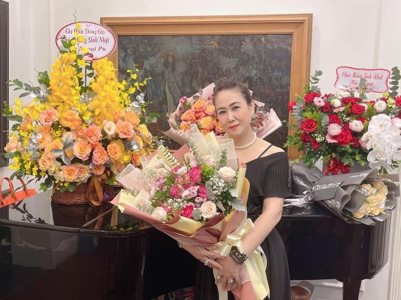 Trà My, Thanh Tú tổ chức sinh nhật cho mẹ, nhan sắc trẻ trung của 2 nàng Á hậu gây chú ý - ảnh 1