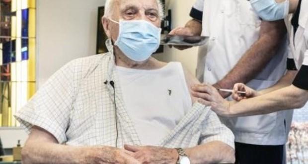 Bỉ phê duyệt tiêm liều vaccine thứ ba cho người trên 85 tuổi - ảnh 1