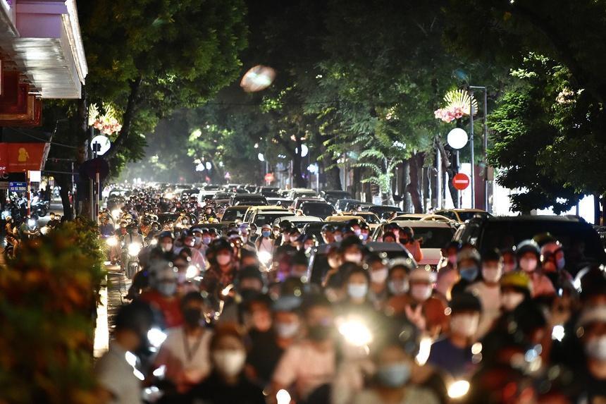 Chuyên gia: Nỗ lực Hà Nội chống dịch có thể đổ bể sau đêm Trung thu