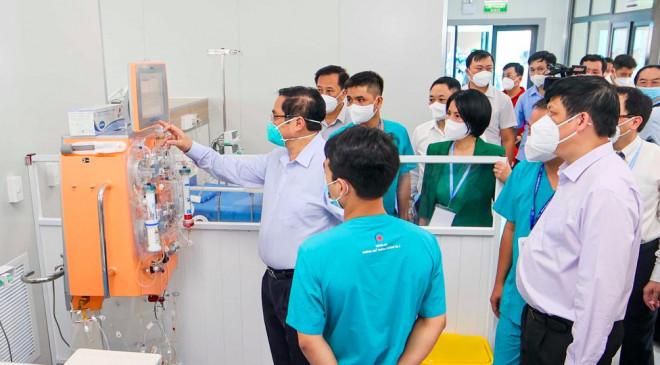 Thủ tướng Phạm Minh Chính thị sát bệnh viện điều trị COVID-19 lớn nhất Hà Nội