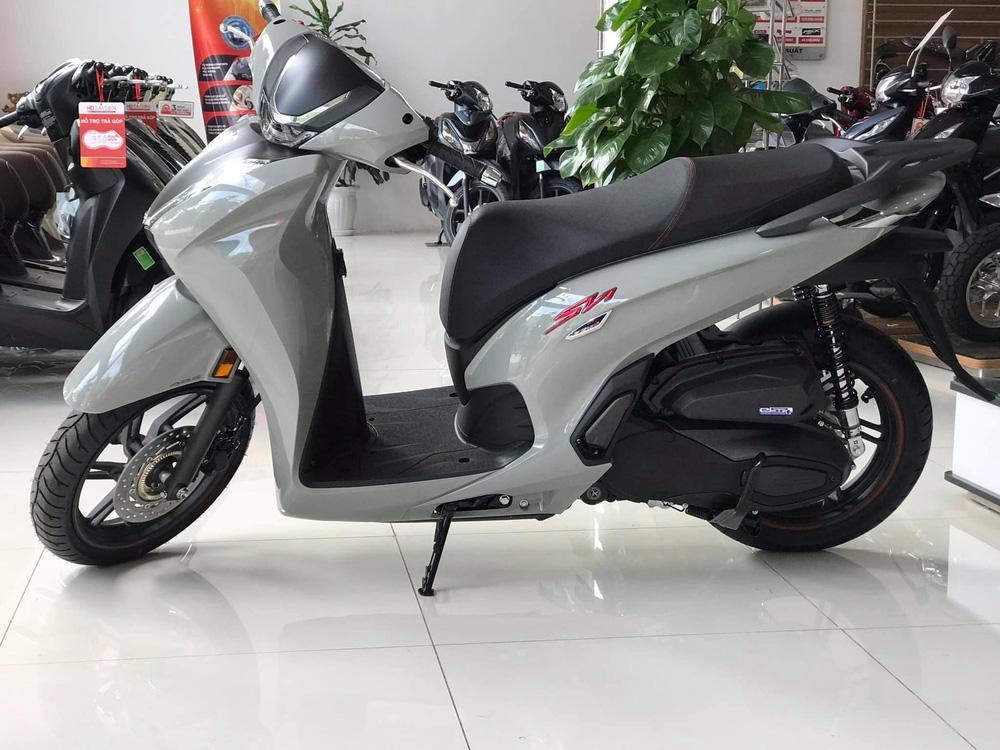 """Honda SH350i về đại lý """"nét căng"""", giá rẻ hơn một nửa, miếng ngon hay """"tiền nào của nấy""""?"""