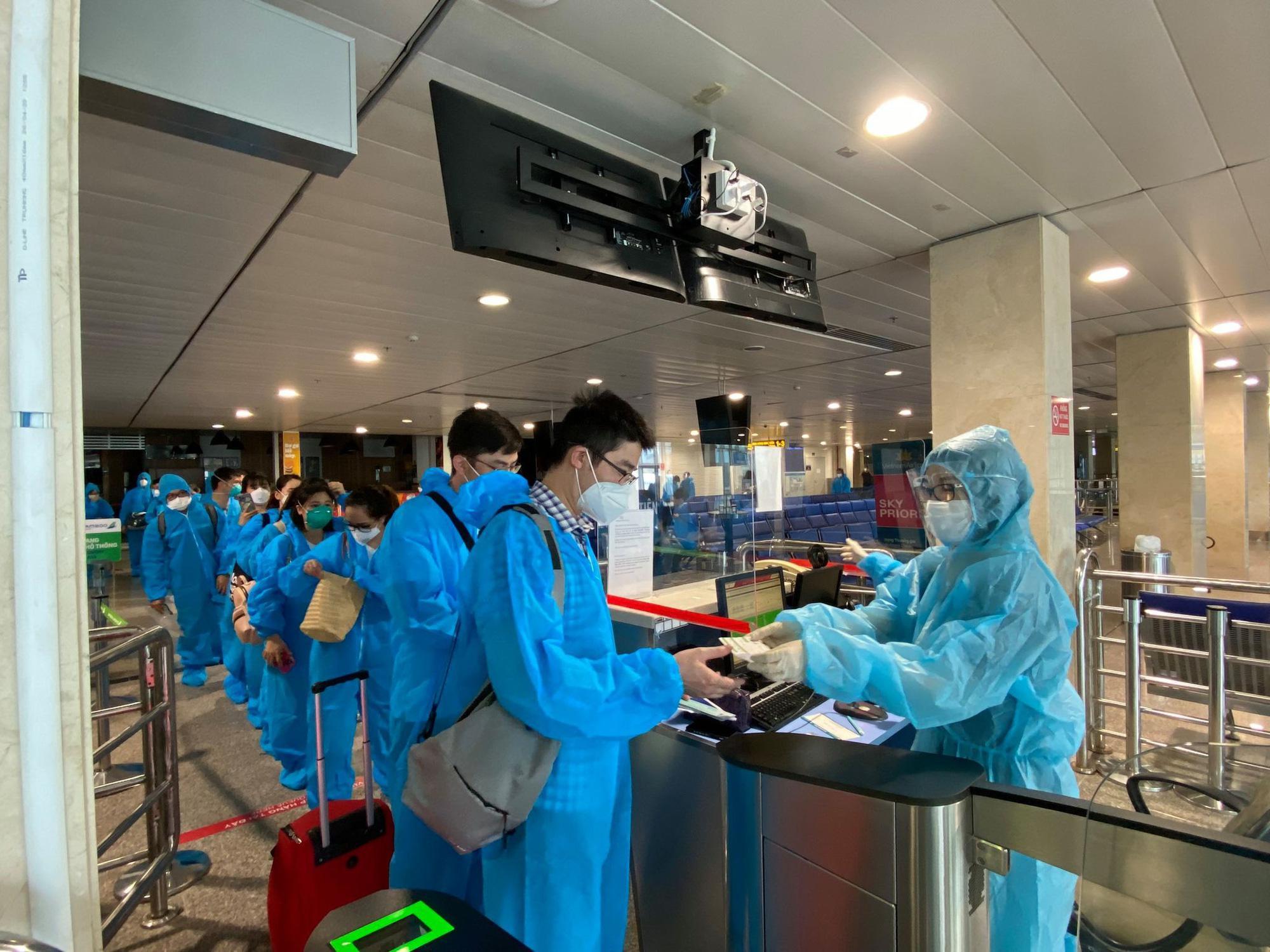 """Bị Hà Nội """"từ chối"""" mở cửa sân bay Nội Bài: Bộ GTVT nói gì?"""