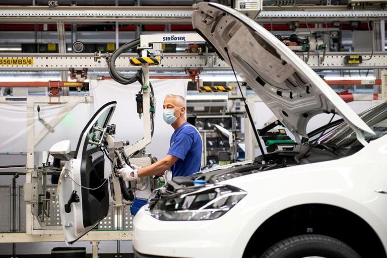 Các hãng xe mất 210 tỉ USD do thiếu hụt chip