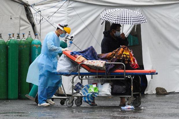 Philippines lập kỉ lục 26.000 ca mắc mới COVID-19, bệnh viện đóng cửa vì hết giường