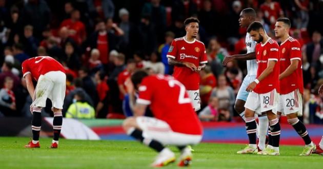 Chỉ một pha bóng, Bruno Fernandes khiến Martial phải xấu hổ