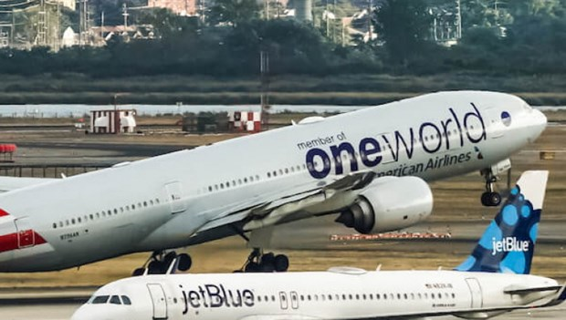 Bộ Tư pháp Mỹ phản đối American Airlines ''bắt tay'' JetBlue - ảnh 1