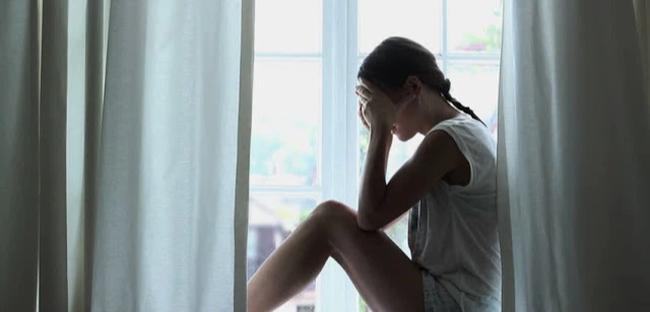 Khi bức tường cuối cùng bị em trai đập vỡ, chồng tôi gục xuống, ôm mặt khóc nức nở vì đau đớn