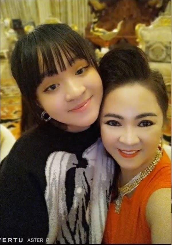 Bà Phương Hằng tuyên bố tặng BST kim cương nghìn tỷ cho con gái