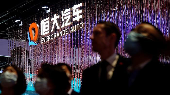 """Công ty xe điện của China Evergrande thừa nhận thiếu tiền mặt, """"bóng đen"""" khủng hoảng bao trùm"""