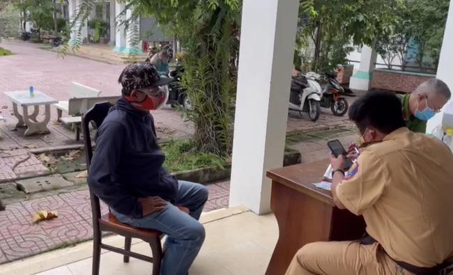 Phát hiện tài xế dùng giấy tờ quân đội giả chở người từ Đồng Nai lên TP.HCM tiêm vaccine