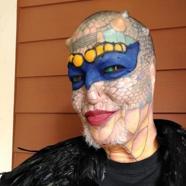 """Cựu CEO ngân hàng cắt cụt tai, mũi, xẻ lưỡi và chuẩn bị cắt nốt của quý để biến thành """"người rồng không giới tính"""""""